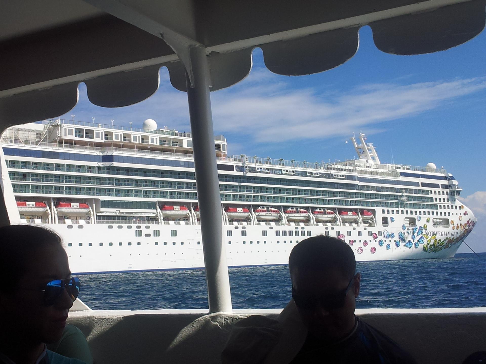 Foapcom Norwegian Gem Cruise Ship On The Bahamas Back In August - Norwegian gem cruise ship