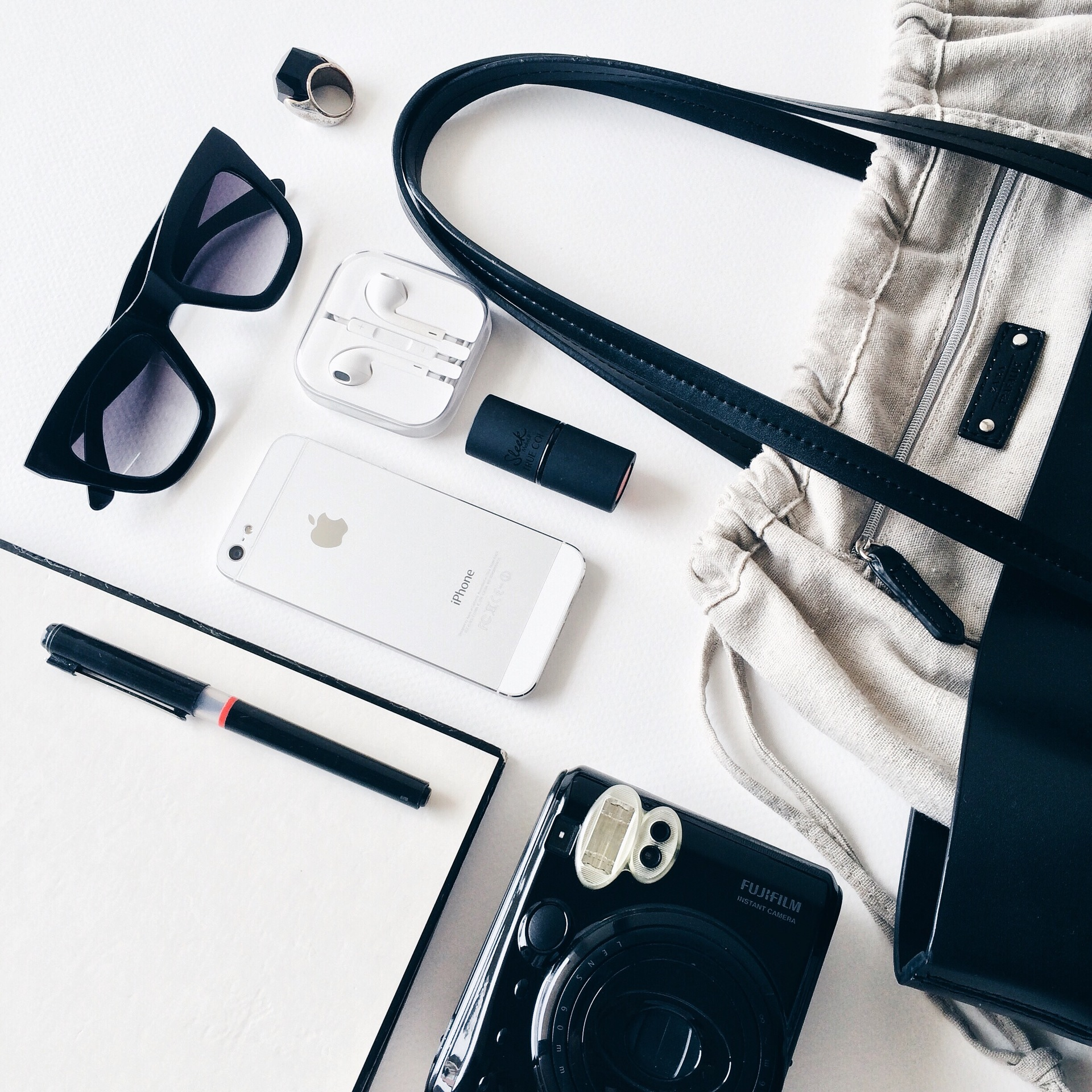 Awesome fashion flat lays with modern black and white items.